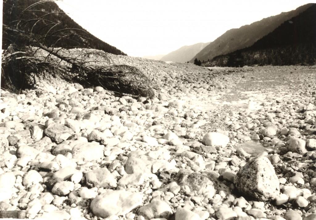 Isar ohne Wasser zwischen Wallgau und Sylvenstein im Winter 1973