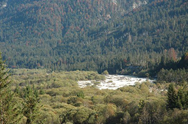 Isar ohne Wasser zwischen Wallgau und Rissbachmündung