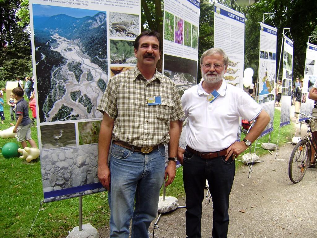"""Wanderausstellung des Vereins """"Rettet die Isar jetzt"""" mit Franz Schöttl und Franz Speer (24.08.2011)"""