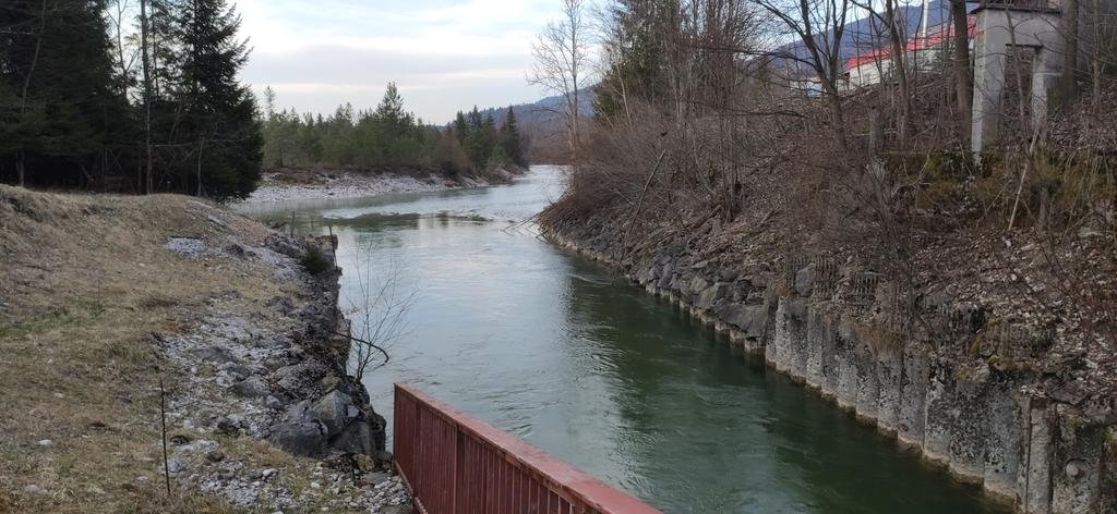 Einmündung des Werkkanal vom Wasserkraftwerk in Fleck in die Isar